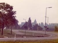 AB_RONDWEG_003 Zicht vanaf de Rondweg op de Gemeenlandsedijk Noord, met op de achtergrond de kerk; ca. 1985
