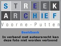 AB_RECHTEN_021 Hoofd van de school, dhr. C. Konijnendijk, voor de basisschool waar tijdens de jaarwisseling veel schade ...