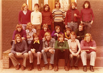 BR_SCHOLEN_LTS_098 Brielle; Een klassenfoto van de Technische Scholengemeenschap Rijnmond- Zuidwest, ca. 1976