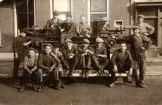 BR_SCHOLEN_LTS_111 Brielle; Leerlingen van de machinistenschool. G. de Vos, D. Bout, J. de Kruis, W. Vrij, Tide de ...