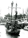 BR_SINTERKLAAS_1990_006 De intocht van Sinterklaas in Brielle. De aankomst van het geuzenschip met zwarte pieten in de ...