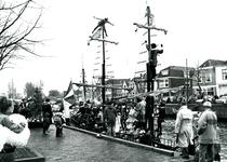 BR_SINTERKLAAS_1990_007 De intocht van Sinterklaas in Brielle. De aankomst van het geuzenschip met zwarte pieten in de ...