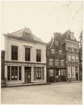 foto-84 Huizen aan de Kaasmarkt (Rode Steen) no. 14 en het Gr. Noord no. 1 en 3 (veranderd), 1908