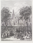 287 Gezicht op spelende kinderen op het Abdijplein te Middelburg, met onder andere een vlieger en een hoepel