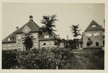 A-1562I Gezicht op het nieuw gebouwde gemeentehuis van Sint Laurens aan de Noordweg