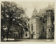 A-452 Gezicht op een deel van de zuidzijde van het Abdijplein te Middelburg met de Witte Toren