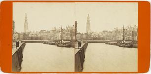 A-50 Gezicht op de oude haven te Middelburg, met op de achtergrond de graanbeurs en de abdijtoren; rechts de huizen aan ...