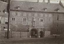 A-9 Gezicht op een deel van het Rijksarchiefgebouw en de Provinciale Bibliotheek met Balanspoort aan de zijde van de ...