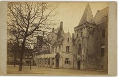 B-1371 Gezicht op de zuidzijde van het Abdijplein te Middelburg, met de Witte toren en de voormalige abtswoning
