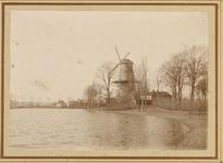 B-689 Gezicht op de molen De Hoop aan het Vlissingsbolwerk te Middelburg