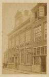 B-932 De gevel van de Wisselbank in de Lange Giststraat te Middelburg, van 1879-1882 school voor Meisjes (Lager ...