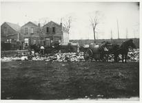 B-955V Vuilniskarren op de stortplaats op een weiland in de omgeving van Middelburg.Origineel diapositief archief ...