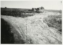 B-955XV Vuilniskar op de stortplaats op een weiland in de omgeving van Middelburg.Origineel diapositief archief ...