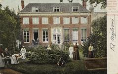 P-443 Gezicht op de tuin van hotel Verseput aan de Lange Delft te Middelburg.