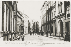 P-517 Gezicht op de Lange Noordstraat te Middelburg met rechts het postkantoor.