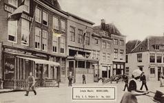 P-573 Gezicht op de Grote Markt te Middelburg met o.a. café-restaurant Suisse, koffiehuis De Eendracht en rechts, op de ...