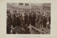 P-576 Gezicht op zgn. boerenhoek op de Grote Markt te Middelburg; tegenover koffiehuis De Vriendschap.