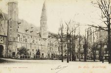 P-69 Gezicht op het abdijplein te Middelburg met de S.P.Q.M.-poort en het rijksarchief.