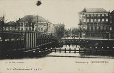P-969 Gezicht op de Stationsstraat te Middelburg vanaf het Kanaal door Walcheren met links de Stationsbrug.