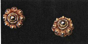 STR-17-14 1 paar gouden Zeeuwse knopspelden