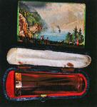 STR-17-18 Barnsteen pijpje met gouden randje in foudraal