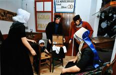 STR-1 Scène 1: Klanten in de werkplaats van de goudsmid te Arnemuiden