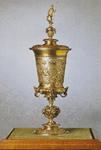 1999 De door keizer Maximiliaan van Oostenrijk aan de stad Veere geschonken vergulde beker die bewaard wordt in het ...