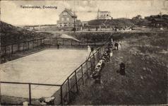 2626 Gezicht op de tennisbanen, pension Zonneduin en het Strandhotel te Domburg