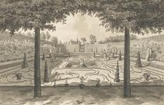 1300b Gezicht in de bloementuin van het huis Elsenoord te Vrouwenpolder, met een tuinman en wandelaars
