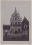 1699 De gevel van het stadhuis aan de Markt te Brouwershaven na restauratie