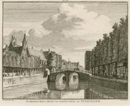 1914 Gezicht in de stad Zierikzee met brug, Gasthuiskerk en beurs, met handelaren op de kade