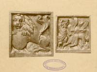 2221a Twee in hout gesneden sleutelstukken in de bovenzaal van het stadhuis te Sluis, met leeuw met wapen van ...