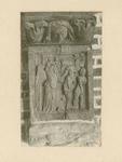 2221e Een in hout gesneden sleutelstuk in de bovenzaal van het stadhuis te Sluis, Adam en Eva, verdreven uit het paradijs