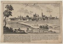 2257 Gezicht op de stad Hulst, vanuit het zuiden, met ruiters te paard op de voorgrond, en onder beschrijving ...