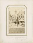 2433-8 Gezicht vanaf de Dwarskaai op de Dambrug en de Schuitvlotstraat te Middelburg, met op de achtergrond de Oostkerk