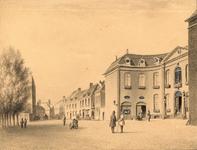 447 Gezicht op de arrondissementsrechtbank (Van de Perrehuis) aan het Hofplein te Middelburg, met personen