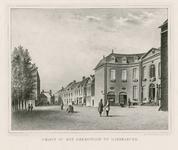 448 Gezicht op de arrondissementsrechtbank (Van de Perrehuis) aan het Hofplein te Middelburg, met personen (waaronder ...