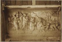 722g Details (beeldhouwwerk) met bruiloft van Kanaa met Christus van de gevel van het huis In den Steenrotse te ...