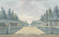 771j Gezicht op vijvers in de tuin van het huis Poppenroedeambacht aan de Seisweg te Middelburg, met wandelaars en tuinlieden