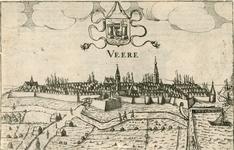 993 Gezicht op de stad Veere, vanuit het zuiden, met personen op de wegen, het wapen van Veere, en Nederlandse tekst ...