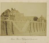 339-9 De bouwput van de Marinesluis te Vlissingen, met boven de gevels van huizen (onder andere café A la ville d' ...