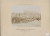 345 Het leggen van een zinker door de kade bij de Koningsbrug te Middelburg, met veel belangstellenden, genomen van de ...