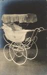 421-59 Kinderwagen, geschonken door de Zeeuwse bevolking, ter gelegenheid van de geboorte van prinses Juliana op 30 ...