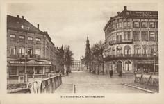 10061 Gezicht in de Stationsstraat te Middelburg met links op de hoek café-restaurant Koole en rechts hotel Du ...