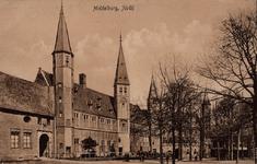 10239 Gezicht op het Abdijplein te Middelburg met het gastenverblijf van de gouverneur des konings, de S.P.Q.M-poort, ...