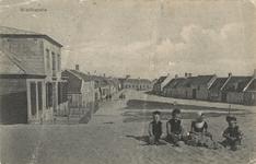 1271 Een deel van de Zuidstraat (De Kapelle genaamd) vanaf de Zeedijk gezien met links 's Landshuis en achterin in het ...