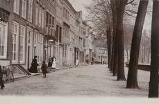 1679 Gezicht op de Dam Noordzijde te Middelburg, met bewoners
