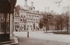 1692 Gezicht op de Dam Noordzijde te Middelburg, met links de zijgevel van de graanbeurs
