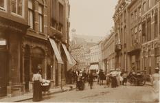 1868 Gezicht op de Lange Delft te Middelburg, de handkar rechts staat op de hoek met de Segeersstraat