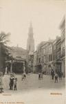 1899 Gezicht op de Dam Noordzijde en de Lange Giststraat te Middelburg met links de graanbeurs, op de achtergrond de ...